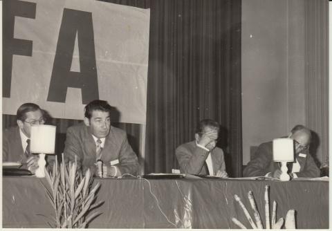 1979-photo-congres-annuel-salle-familiale-1 (1)